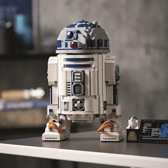 3. Best Star Wars Set: LEGO Star Wars R2-D2