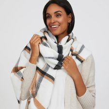 [Suzy Shier] Take 30-40% Off Select Cozy Styles at Suzy Shier!